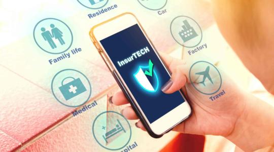 Smartphone Insurtech Versicherung